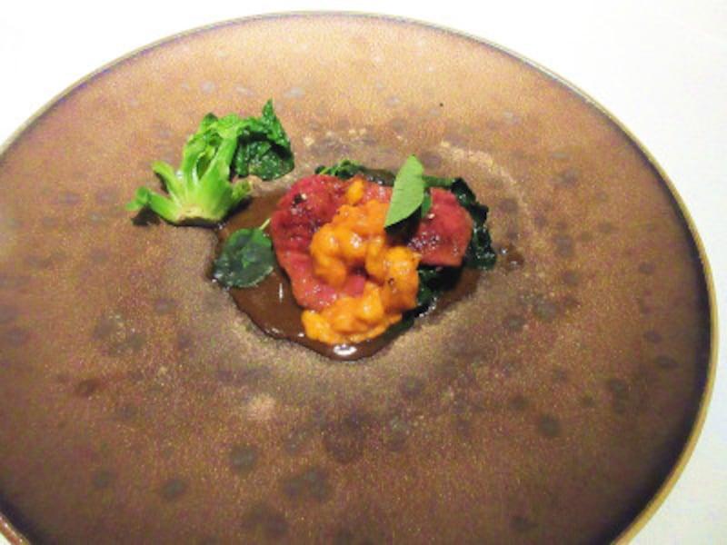 レストランプルニエ佐賀牛フィレ肉(A5)のロースト北海道産生うにと共に縮みほうれん草のソテーレフォール風味のジュ