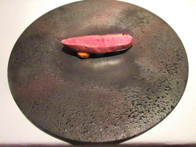 AZURetMASAUEKI(アズールエマサウエキ)植木氏が世界料理学会でも発表した「シャラン産鴨加賀蓮根すだれ麩」