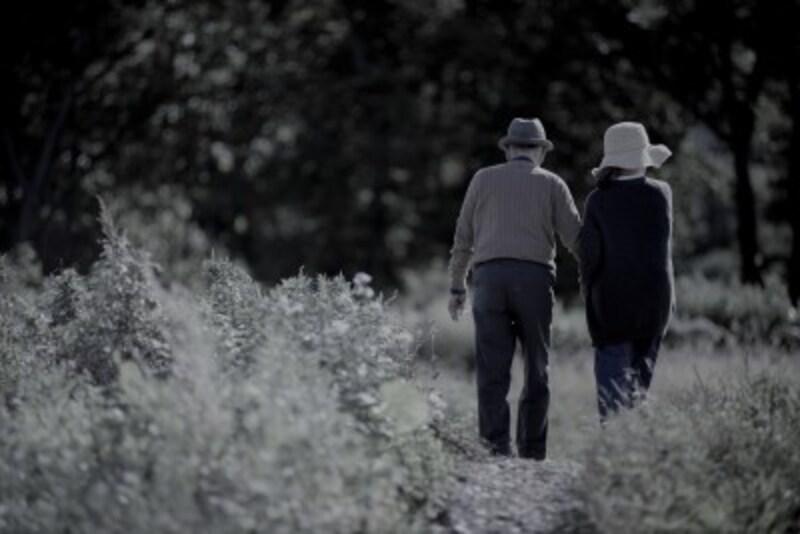 老後貧困を防ぐ家計の見直し方は?
