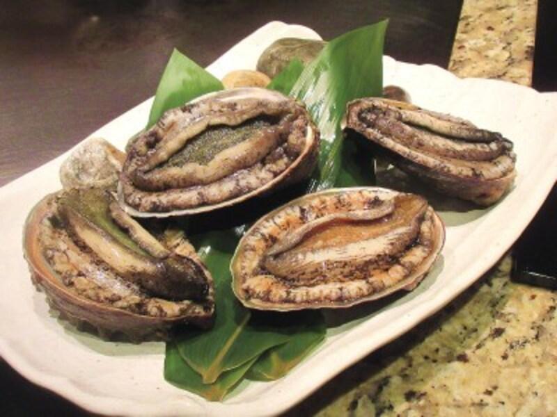 ホテルインターコンチネンタル東京ベイまだ動いている新鮮な北海道産の蝦夷鮑