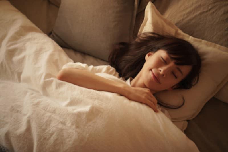 睡眠中に受ける摩擦で、知らないうちに髪はダメージを受けている