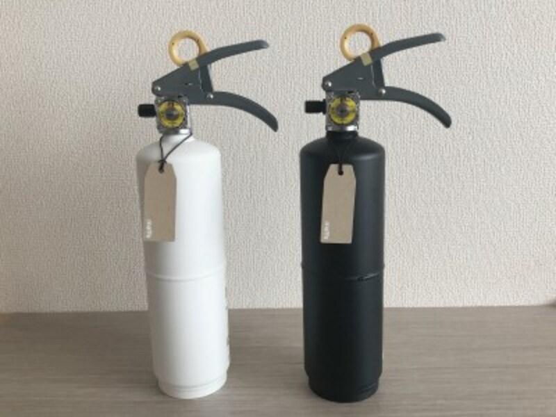 モリタ宮田工業が発売した+maffsブランドの「+住宅用消火器」。これは消火器には見えませんね!ホワイトとブラックの2色展開