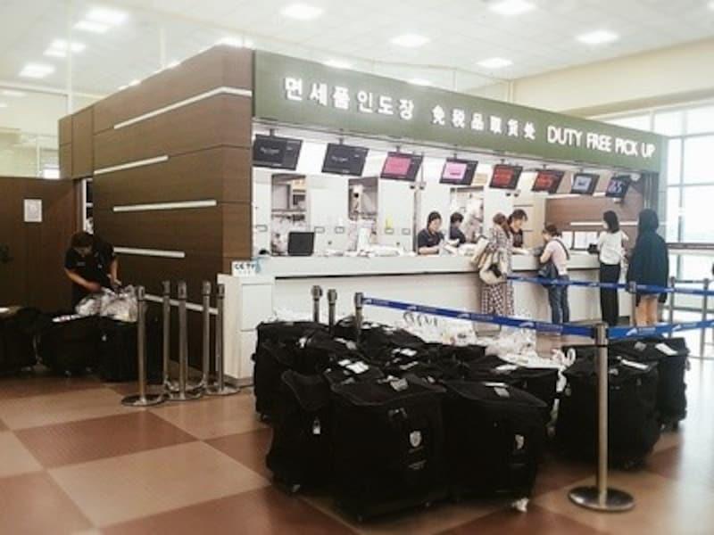 大邱国際空港の免税品受取りカウンター