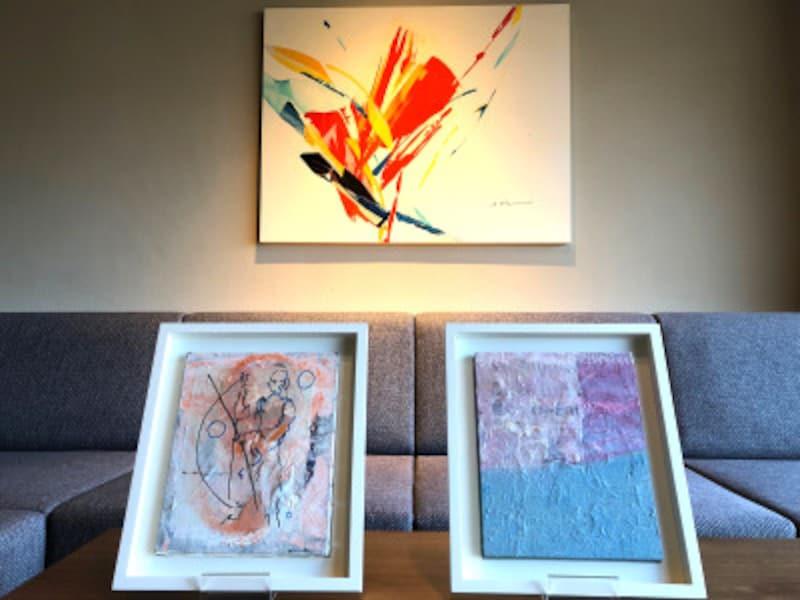 館内のいたるところにアート作品が展示されている。客室に展示されているアートは、基本的にその部屋に滞在したアーティストの作品