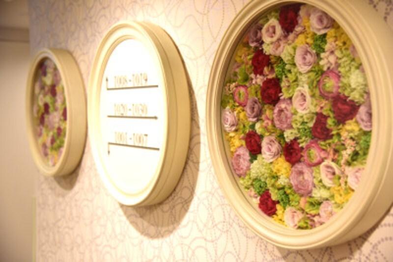 日本最初の花時計である「こうべ花時計」をイメージした10階のエレベーターホール