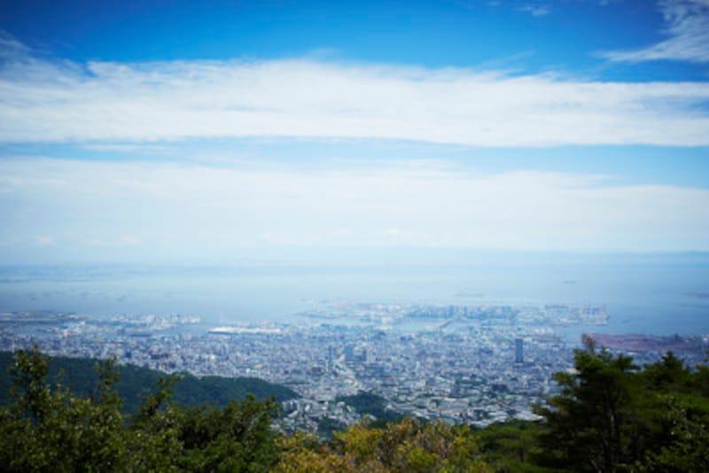神戸の市街地と六甲アイランドを一望