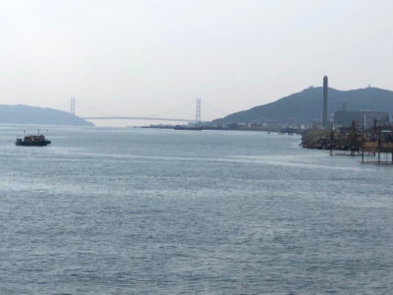 遊覧船から見た明石海峡大橋