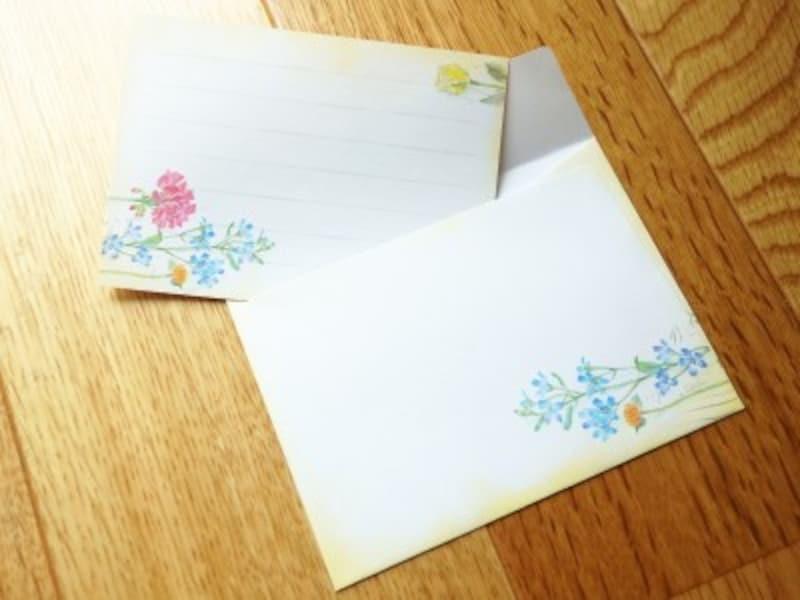 「ひとことふたこと箋」を小さな封筒に入れて