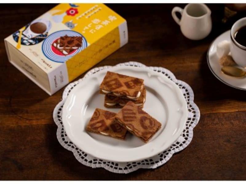 株式会社グレープストーンが手掛ける皿盛りデザート専門店「銀座ぶどうの木」と、雑誌『Hanako』とのコラボで誕生した「喫茶店に恋して。」は、「喫茶と本」をテーマとした新たなスイーツブランド。第一弾商品として「ティラミスショコラサンド」を発売。