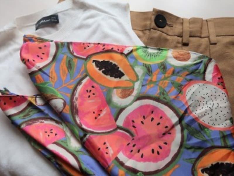 スカーフは好みの色合い&柄かどうかを重視して選ぶと◎