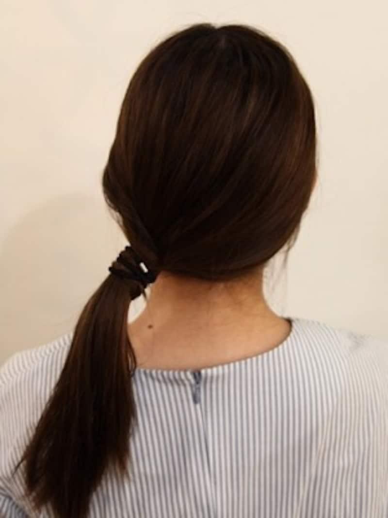 左側の毛束はきっちりしすぎないようにすると可愛い