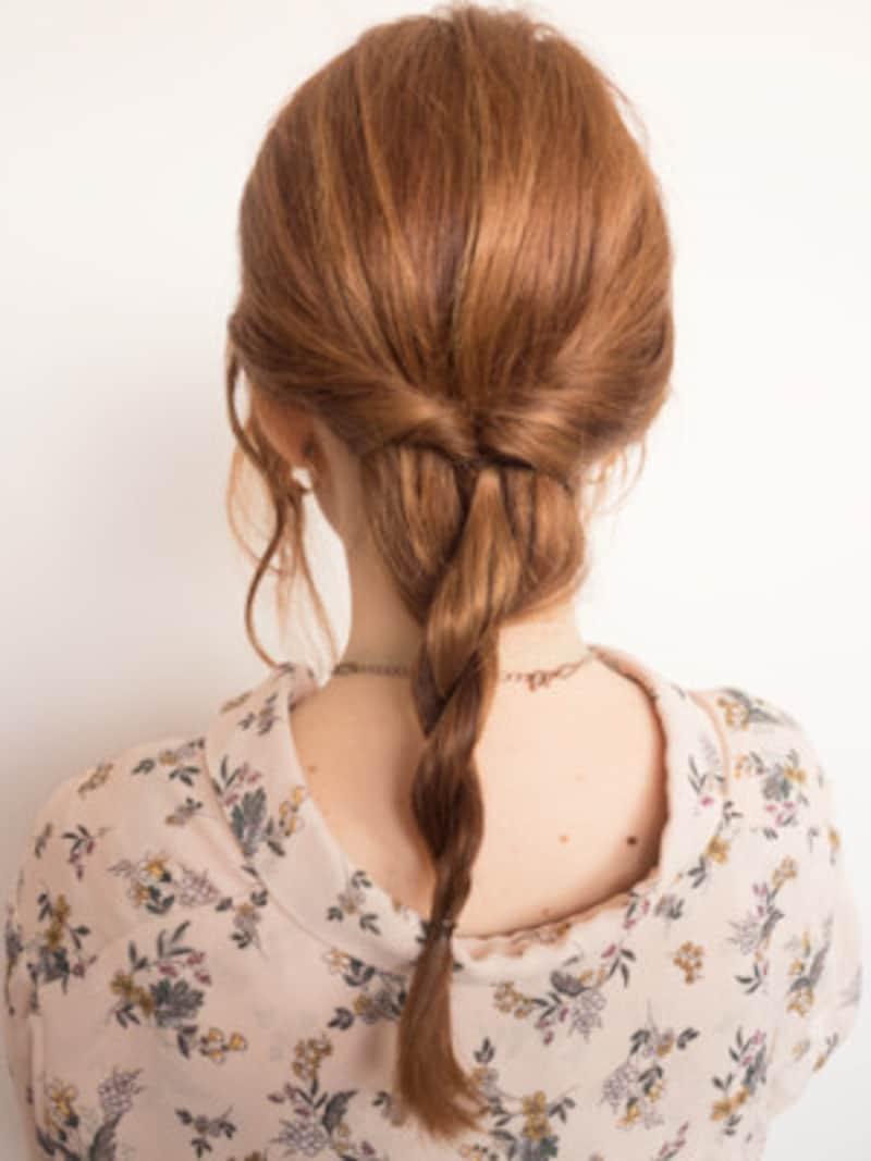 ロープ編みをした毛先をシリコンゴムで留める