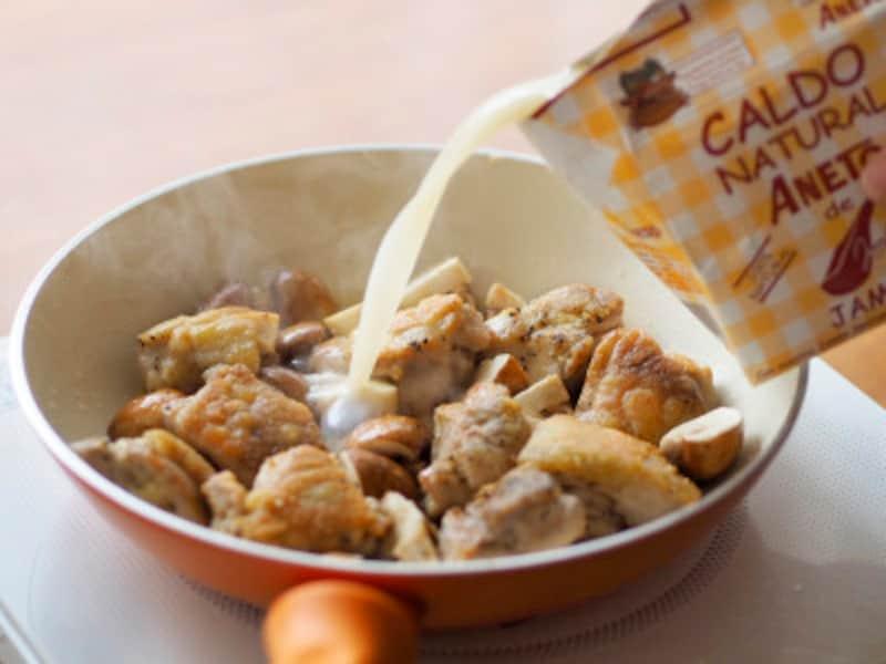 スペイン産高級生ハム「ハモン・セラーノ」の骨からとったスープ