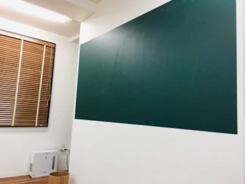 壁紙に貼った黒板