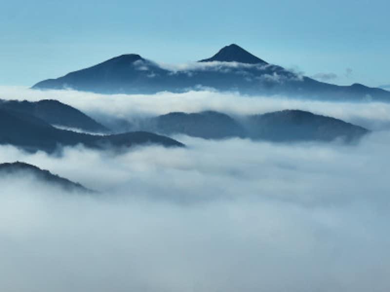 雲海に浮かぶ会津磐梯山