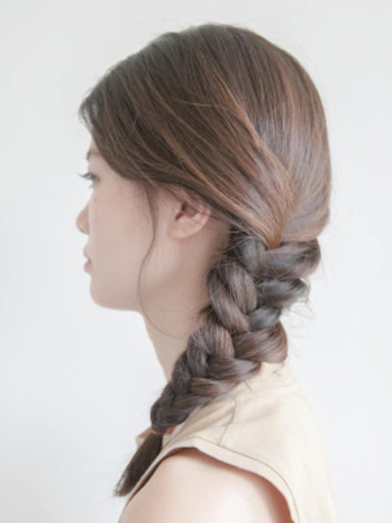 プールや海の髪型・ヘアアレンジ3:サイド寄せフィッシュボーン