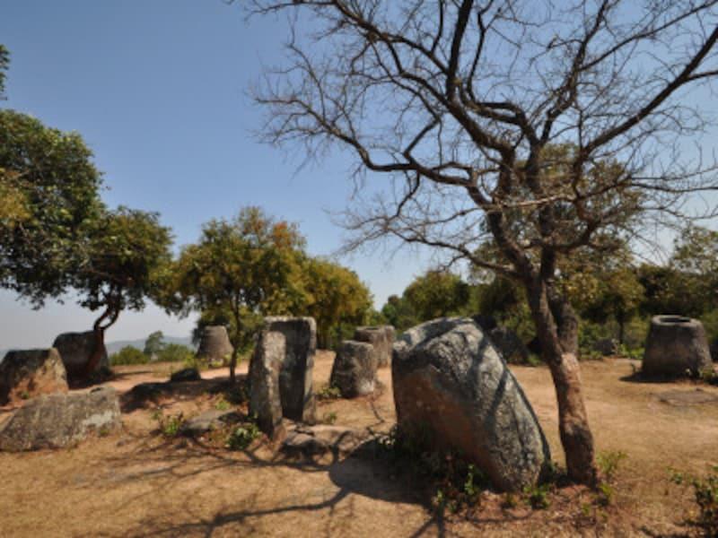 ラオスの世界遺産「シエンクワンのジャー状巨石遺跡群-ジャール平原」、ジャー状の石壺群