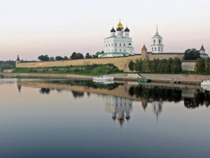 ロシアの新世界遺産「プスコフ建築派の教会群」、城塞クレムリンの城壁と至聖三者大聖堂