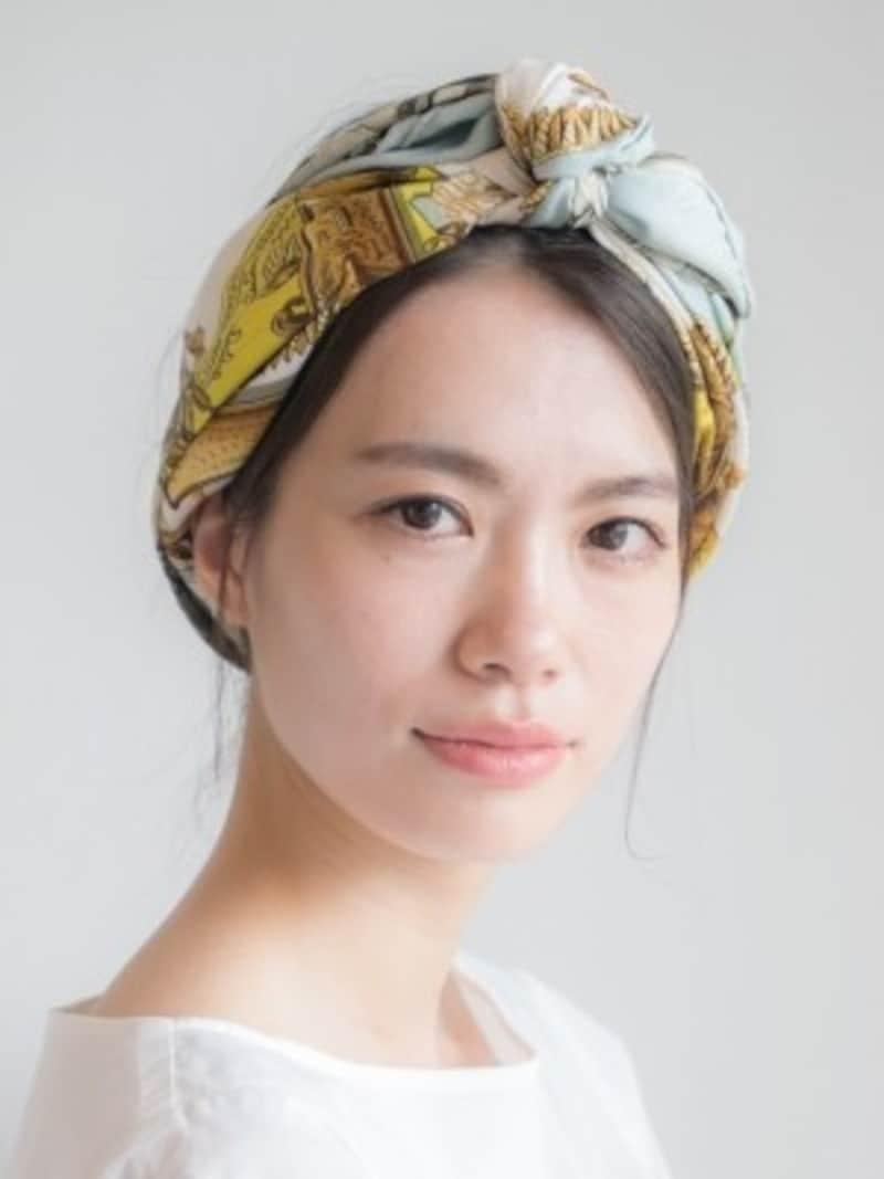 白髪を目立たなくする簡単まとめ髪ヘアアレンジ/hair&makeWAKO(anti)(画像出典:白髪が目立たない髪型は?簡単まとめ髪アレンジの方法)