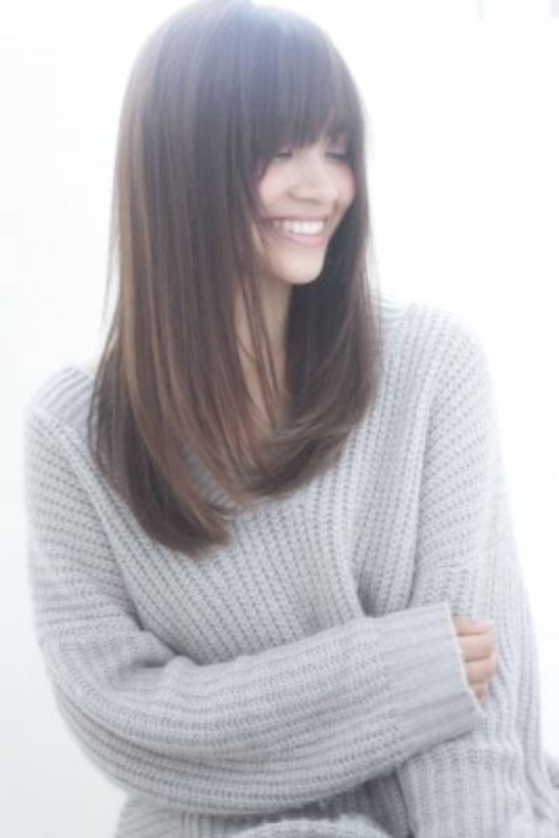 伸びてくる白髪もカバーできるウィービング(画像出典:白髪が目立たないカラーリング方法染め方は3通り)