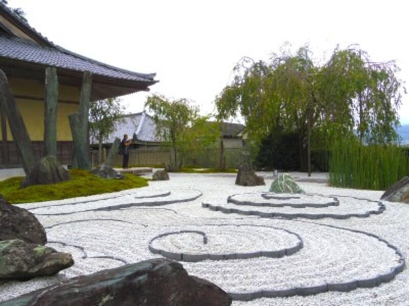 京都のお寺巡り1.圓光寺の枯山水「奔龍庭」