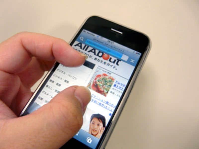 ホームページや画像は指で拡大表示できる。直感的に操作ができるのでとても快適だ