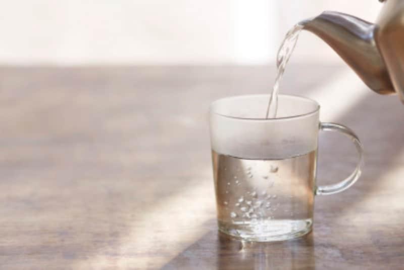 白湯の温度に決まりはありません。安全で無理のない適温で飲みましょう