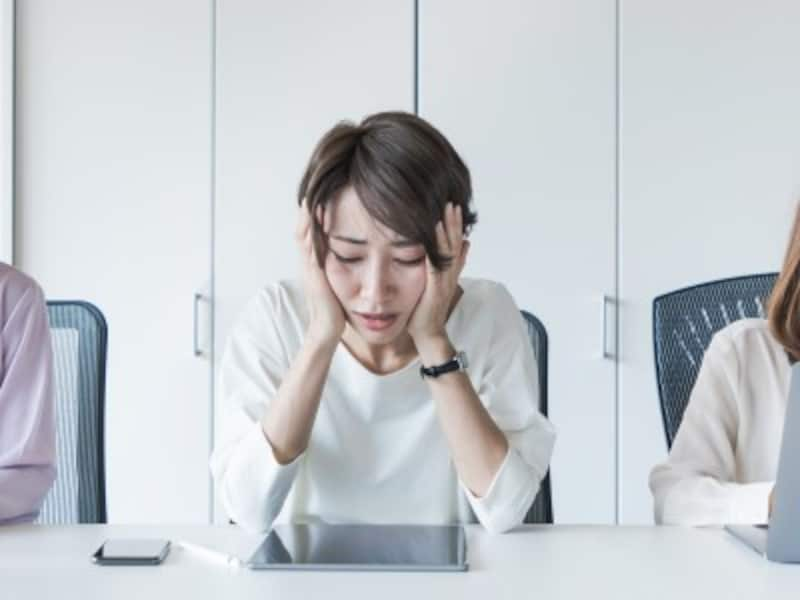 PMS症状に悩む女性