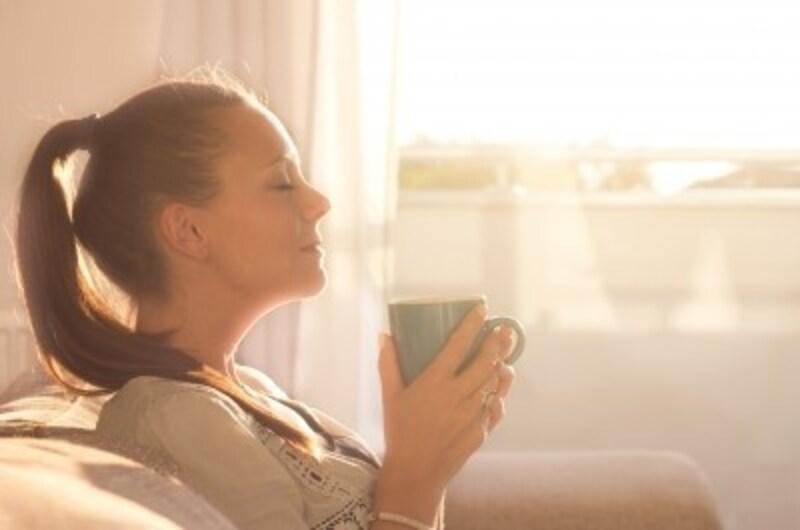 朝の「目覚めの1杯」のコーヒーは実は不健康?コーヒーを飲むのに最適な時間帯とは