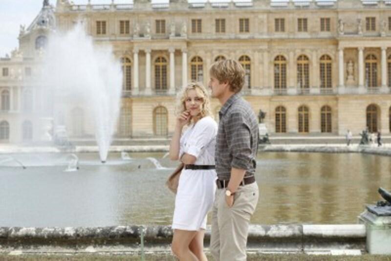 主人公ギルと婚約者イネス。美しいパリを舞台にストーリーが展開されていく!