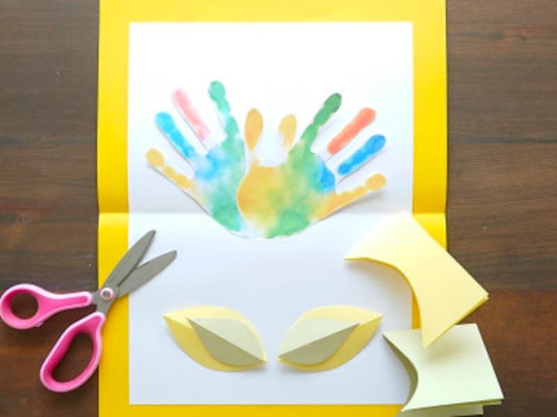 柔らかい色の和紙で葉を作ると全体的に優しいイメージになる