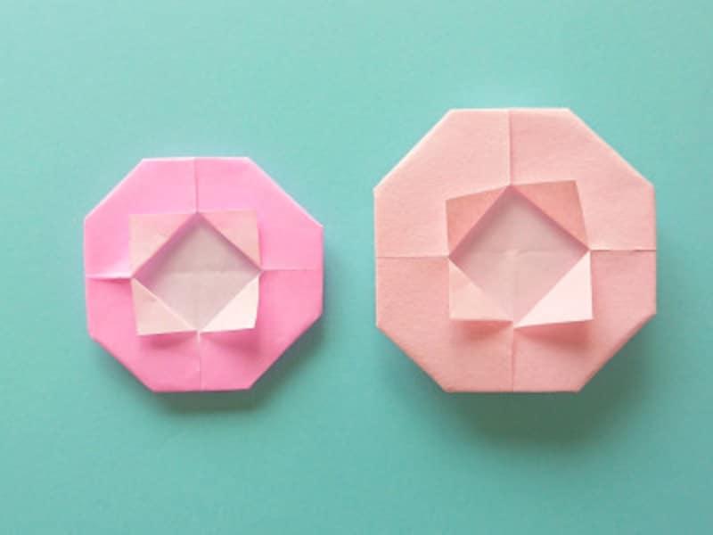 左が折り紙で折ったお花、右が和紙で折ったお花