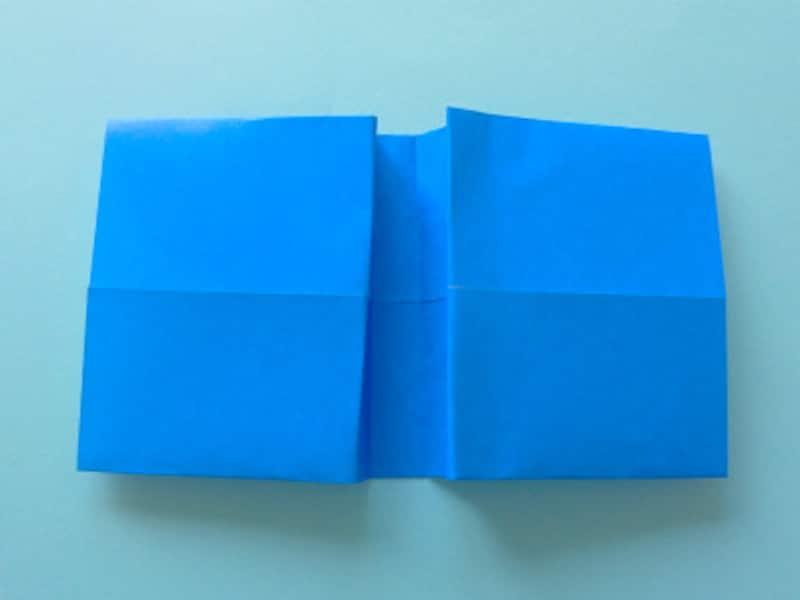 山折にしリボンの中心部分を作る