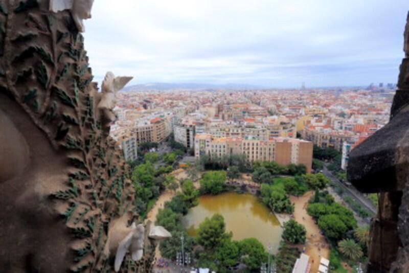 サグラダ・ファミリアから臨むバルセロナの街並