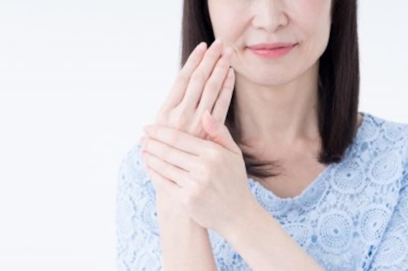 手荒れ放置は危険!最も老化が表れる手を健やかにキープするケア方法
