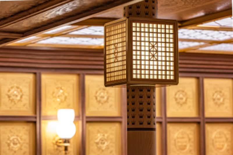 箱根ひとり旅の観光スポット:海賊船の照明