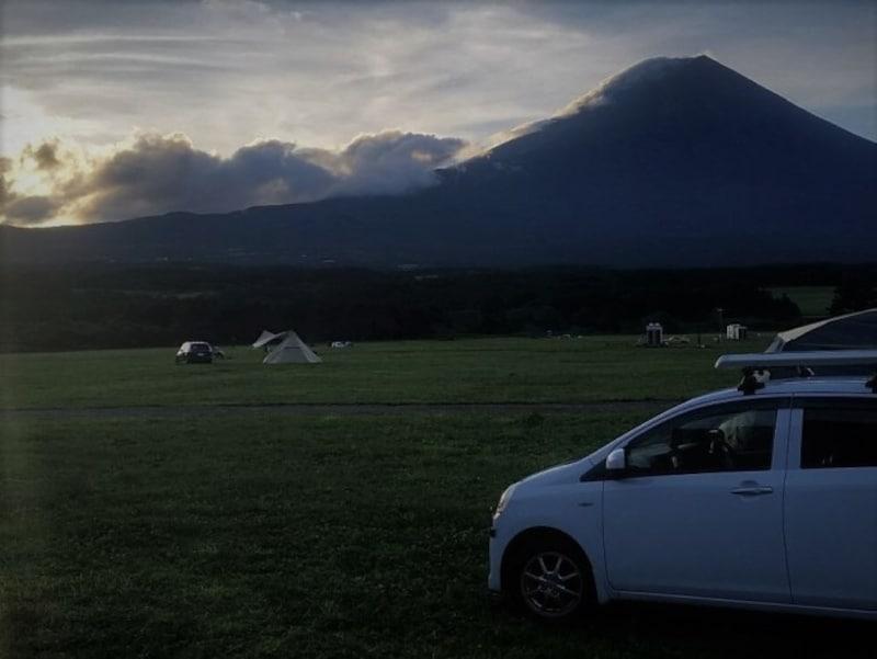 キャンプ場での写真。「キャンプ場ではかなり少数派の軽自動車ですが、キャリアを装着してRVBOX3個分プラスαを確保しています」