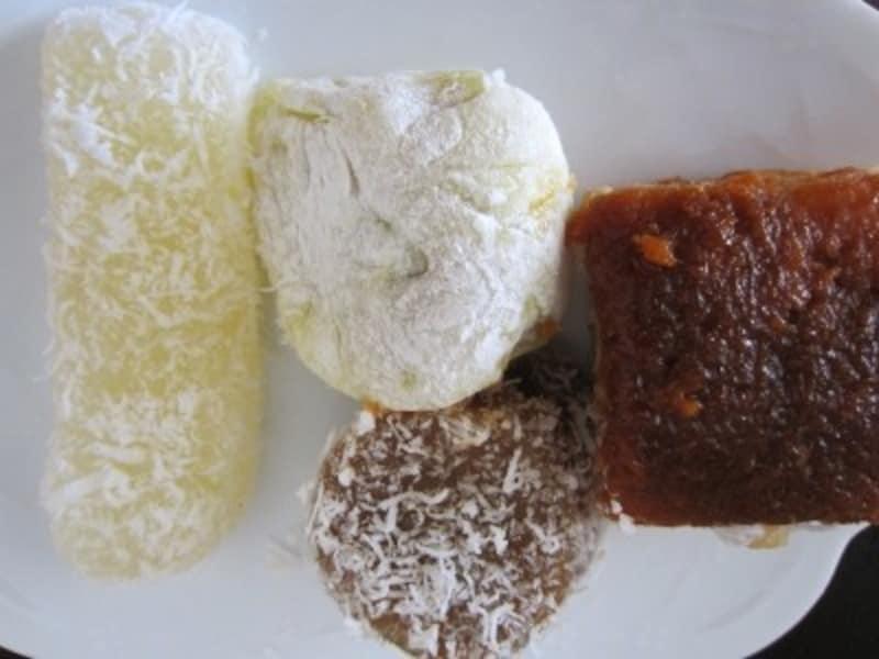 左がシンガポール・興興のタピオカケーキ