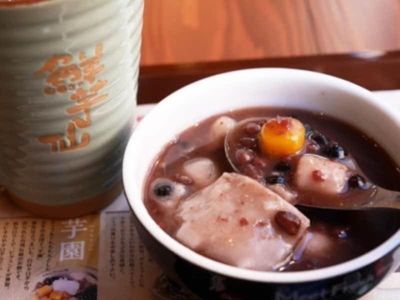 MeetFresh鮮芋仙の「芋園4号(トッピング:あずき、タロイモ、タピオカ)」のMサイズ、HOT