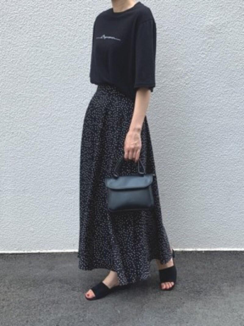 女性らしさが欲しい時は柔らか素材のフレアマキシスカートを 出典:WEAR