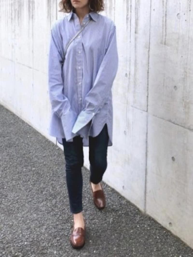 ボトムスや靴をシックに落ち着かせたら秋もOKなシャツコーデに 出典:WEAR