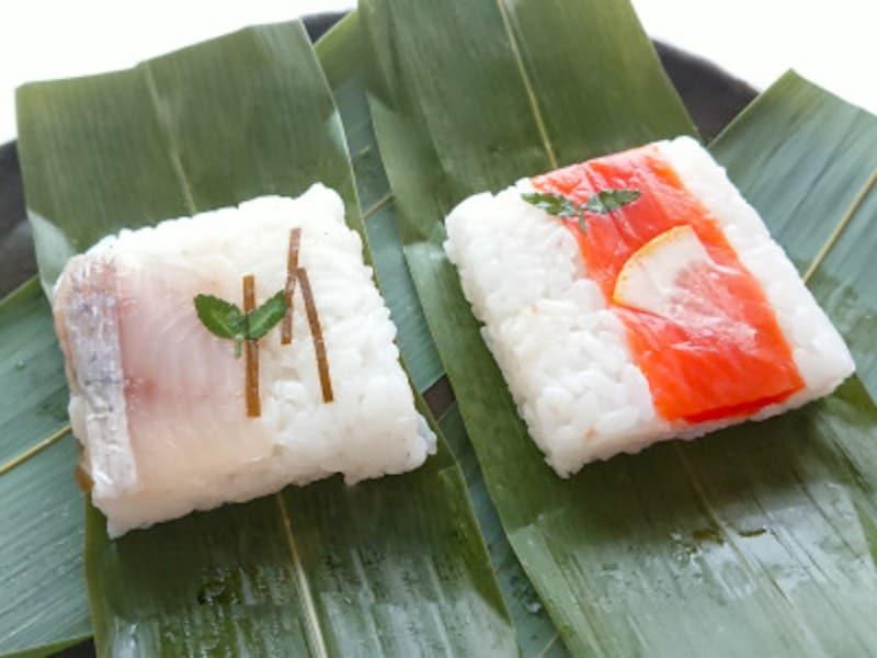 艶やかな酢飯の上に乗った魚と木の芽が上品で美しい笹寿司