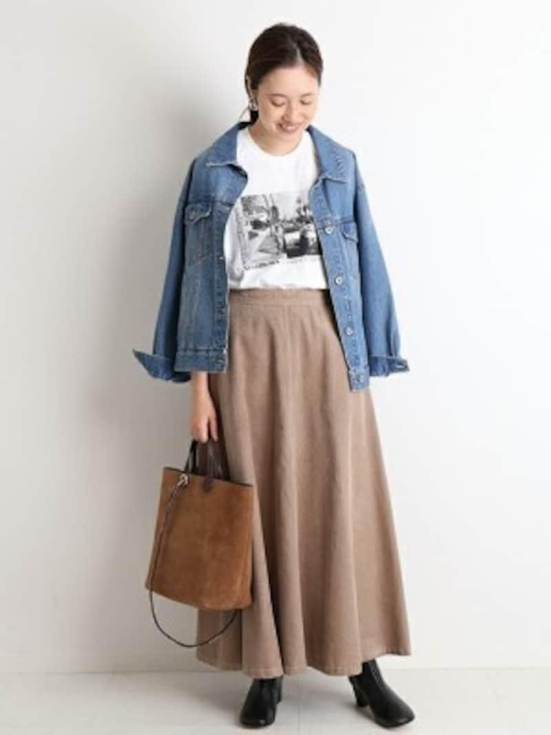 たっぷりボリューミーなフレアスカートは上半身でバランスをとって 出典:WEAR