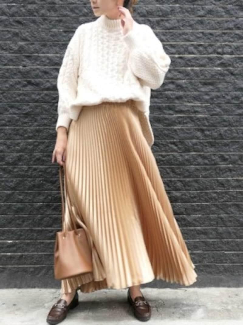 プリーツスカートにローファーの組み合わせはおしゃれ度アップ 出典:WEAR