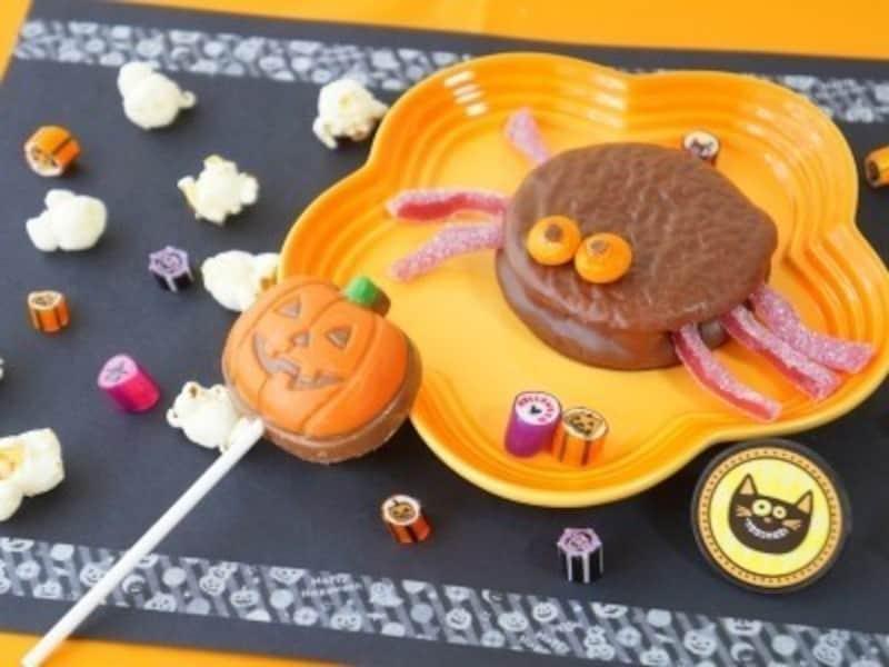 ハロウィンお菓子の手作りアイディア17.市販のお菓子を簡単アレンジ!ちっとも怖くないクモ?