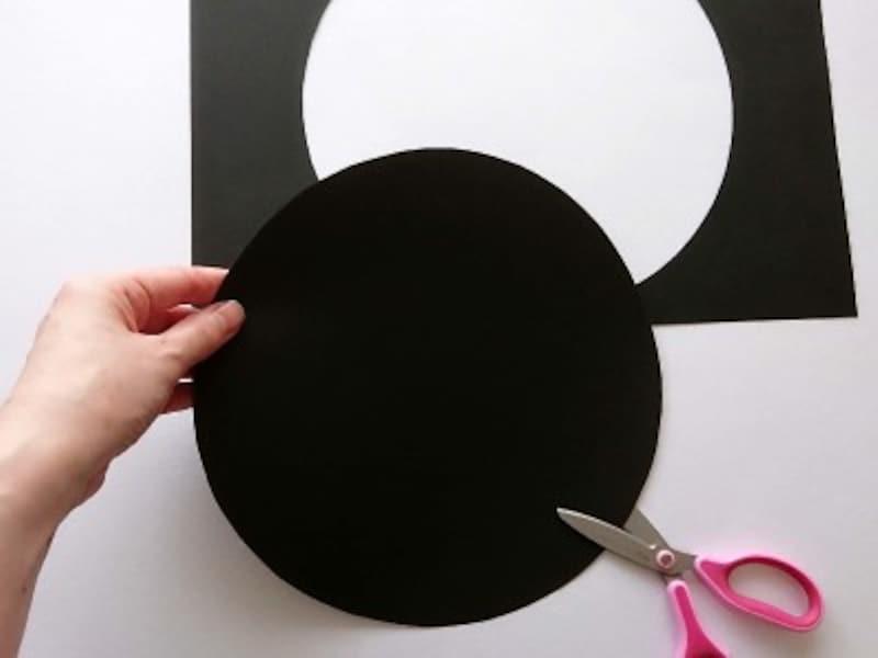 ハロウィン帽子魔女帽子かぼちゃ帽子の作り方・手作り 大皿等を使って丸い円を書きハサミで切る
