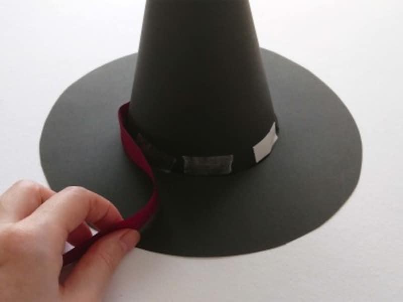 ハロウィン帽子魔女帽子かぼちゃ帽子の作り方・手作り リボンを付ける部分に両面テープを数箇所貼る