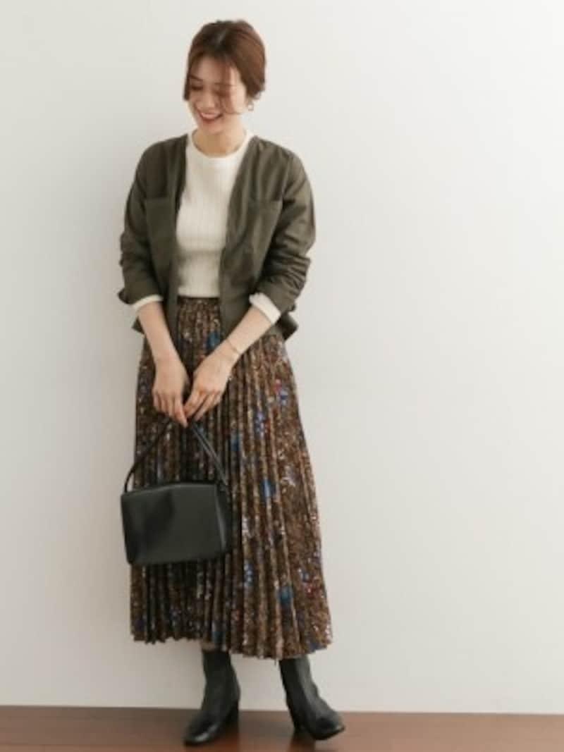 控えめな柄をプリーツで仕上げたスカートも人気 出典:WEAR