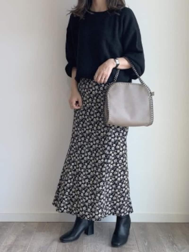 一番人気は着回しの効くブラックベースの花柄スカート 出典:WEAR