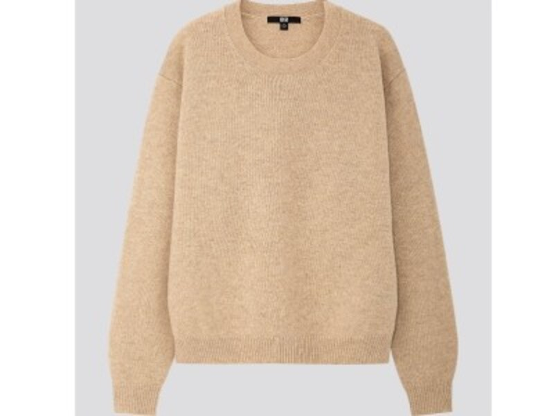 ユニクロ プレミアムラムクルーネックセーター 2990円(税抜)